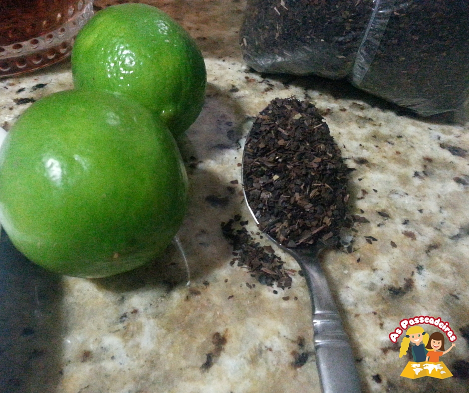 Chá gelado com frutas e suco de limão