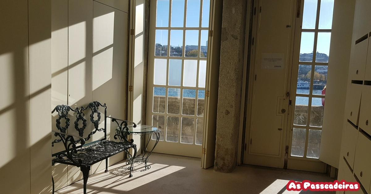 edifício do século XVIII renovado e incluem uma sala de estar com um sofá e televisão por satélite, acesso Wi-Fi gratuito, leitor de DVD, casa de banho privativa com secador de cabelo, uma kitchenette totalmente equipada e vista sobre o rio ou a área ribeirinha de Vila Nova de Gaia.