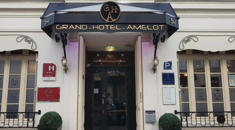 A entrada do Grand Hotel Amelot